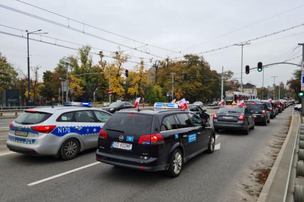 Postulaty protestujących taksówkarzy na biurkach prezydentów
