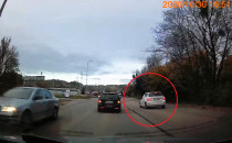 Kierowca ominął korek, jadąc po drodze...