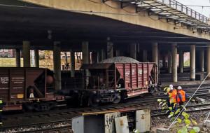 Wykolejenie wagonów pociągu technicznego w centrum Gdańska