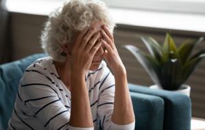 Jak rozmawiać z osobami, których bliscy odchodzą przez COVID-19?