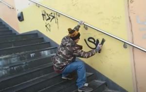 Wandal zarejestrował, jak dewastuje tunel w Sopocie
