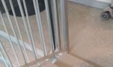 Wylana farba na klatce 10-piętrowego bloku