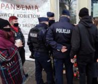 Protest kobiet przeciw przemocy policji