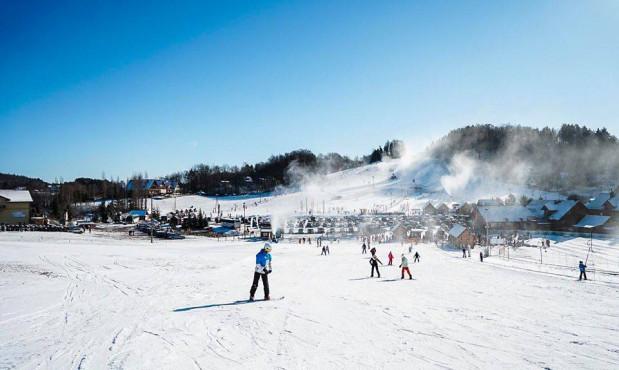 Stoki narciarskie na Pomorzu chcą rozpocząć działalność. Czekają na mróz