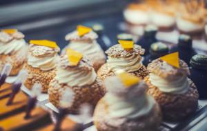 Ciastka na zamówienie: słodkie boksy i monoporcje