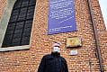 Co symbolizuje napis na polskokatolickim kościele? Zapytaliśmy autora