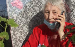 Kolejna seniorka wyrzuciła oszustom kosztowności przez balkon