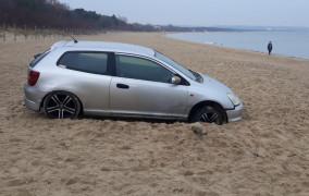 Wjechał autem na plażę w Brzeźnie