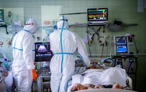 Potrzeba nowej strategii walki z koronawirusem. Apel naukowców