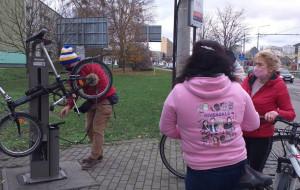 Gdynia. Miejskie pompki rowerowe do naprawy dopiero w 2021 roku