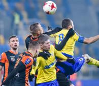 Arka Gdynia w I lidze lepiej punktuje w gościach niż u siebie. Jakie powody?