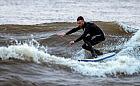 Grzegorz DJ NoZ Nozowski między imprezami surfuje na całym świecie