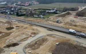 Wyjątkowy asfalt na rozbudowywanej ul. Kartuskiej