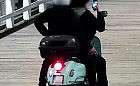 We trójkę na jednym skuterze jeździli po molo w Brzeźnie