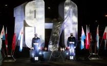 Prezydent Andrzej Duda oddał hołd ofiarom...