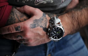 Kierowca autobusu tworzy artystyczne zegarki