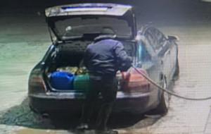 Wlał 200 litrów paliwa do kanistrów i uciekł