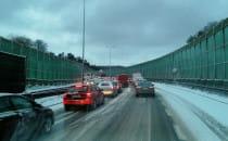 Paraliż na drogach po opadach śniegu