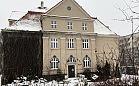 Gdynia: urzędnicy przed seniorami w zabytkowym budynku w centrum