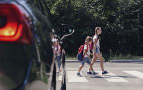 Piesi z pierwszeństwem podczas wchodzenia na przejście. Sejm przegłosował zmiany