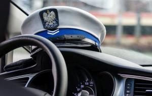 Pijany kierowca wjechał w latarnię na oczach policjantów