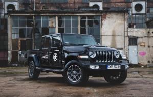 """Jeep Gladiator, czyli Wrangler z """"paką"""". Jest już w Trójmieście"""