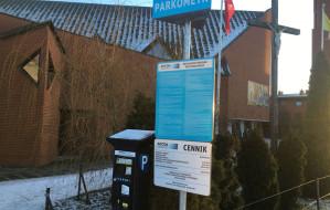"""Parkowanie już nie za """"Bóg zapłać"""". Płatny parking przy kościele na Chełmie"""