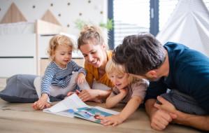 Dlaczego warto czytać dzieciom bajki?