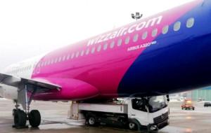Powstanie namiot do naprawy uszkodzonego w kolizji samolotu