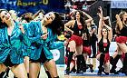 Dlaczego cheerleaders tańczą przy pustych trybunach?