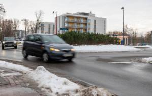 Kierowcy zapominają o kierunkowskazie na rondzie