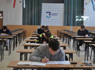 """Piszą sprawdziany i próbne egzaminy w szkole. """"Trzeba weryfikować wiedzę"""""""