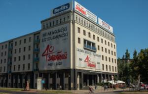 Solidarność ukarana za banery na swojej siedzibie przy Wałach Piastowskich