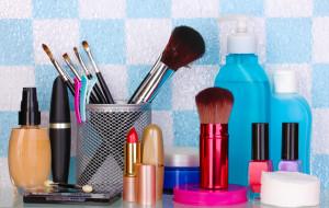 Gdzie i jak przechowywać kosmetyki i perfumy?