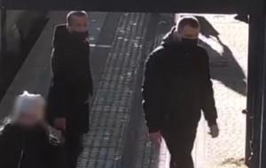 Policja wciąż szuka sprawców napadu na jubilera. Są nowe wizerunki