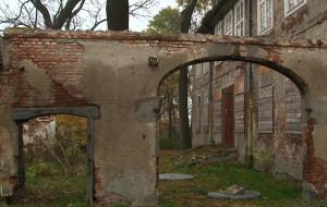 Dwór Olszyński niszczeje. Kupiec poszukiwany