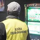 """Naloty na """"jaskinie hazardu"""". Przejęto automaty za prawie 4 mln zł"""