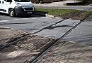 Koniec obaw o podwozia aut? Miasto naprawi torowiska w jezdniach