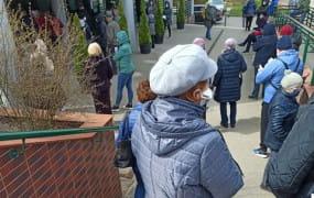 Kolejki na szczepienia przeciw COVID-19 w Gdyni