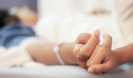 Jak skontaktować się z bliskimi przebywającymi na oddziale covidowym?