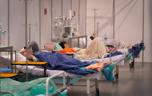 """Szpital tymczasowy od środka. """"Leczymy bez względu na stan"""""""
