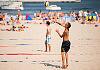 Wiosenne aktywności na plaży i w parku. Gry i zabawy dla dużych i małych
