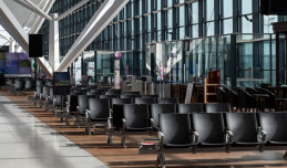 Niemal 90 proc. mniej pasażerów na lotnisku niż rok temu