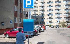 Pierwsze auto za darmo, drugie za 123 zł rocznie. Mieszkańcy zaskoczeni płatnym parkingiem