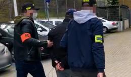 Łowcy cieni weszli do mieszkania w Gdyni i zatrzymali poszukiwanego od 3 lat