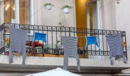 Suszenie prania na balkonie. Niektórym to przeszkadza