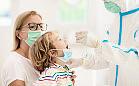 Wakacje w pandemii. Czy dziecko musi robić test na COVID-19?