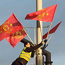 Klubowe flagi na ulicach przed finałem Ligi Europy