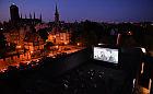 Filmowe lato w kinie na plaży, na dachu i hipodromie