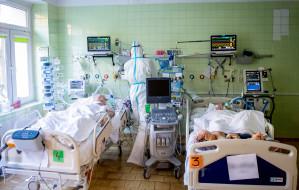 """""""Pacjenci jak tonący łapali powietrze, byliśmy bezradni"""". Walka z COVID-19 oczami lekarki"""